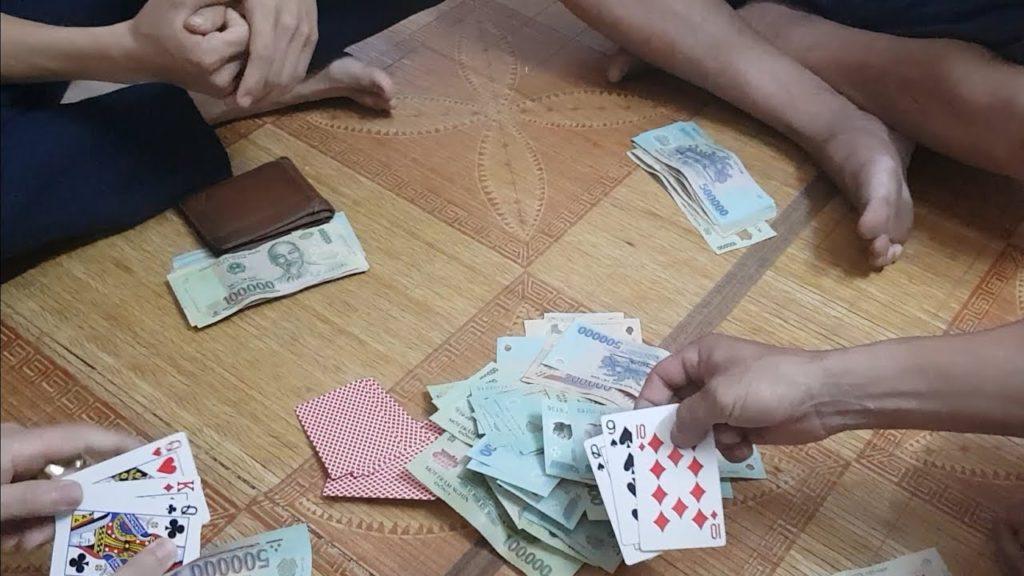 Chiêm bao mơ thấy đánh bài là số mấy? đánh con gì?