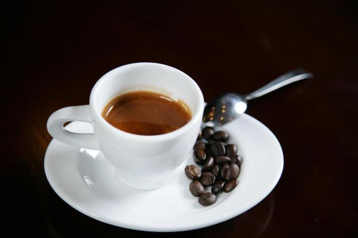 Chiêm bao mơ thấy uống cà phê là số mấy? đánh con gì?